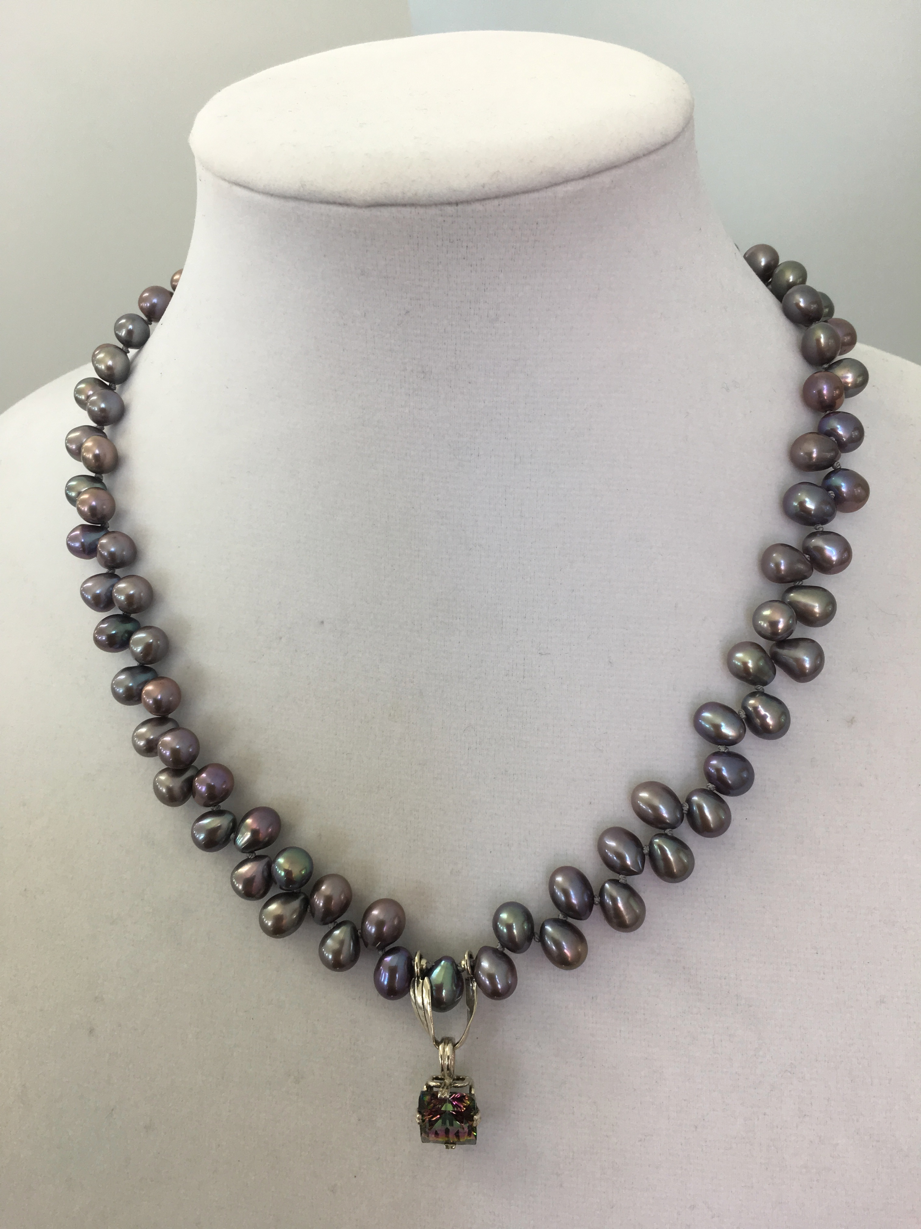 Sterling Silver Necklace w/Freshwater silver pearls & a Mystic Topaz Pendant